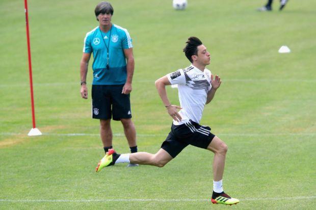 Mesut_Ozil_Germany_Training