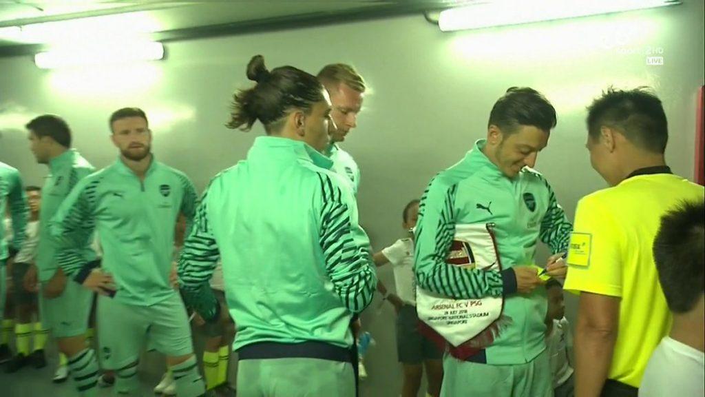 mesut_ozil_Arsenal_captain_autograph_ref